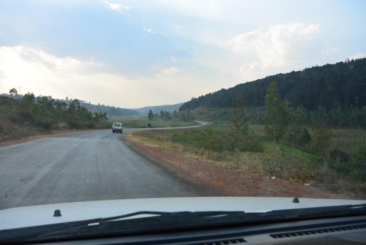 NR5 northbound to Uganda, nearby Kayonza, Rwanda